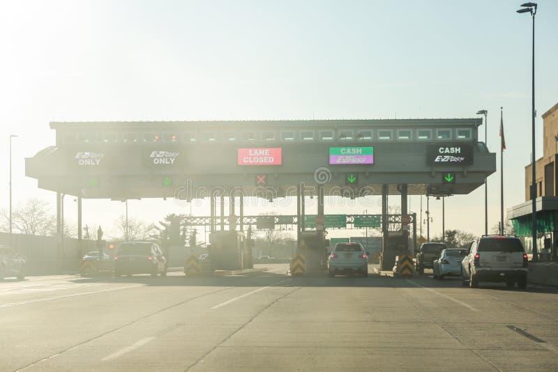 Пошлина оба шоссе со знаком E-ZPass стоковое изображение