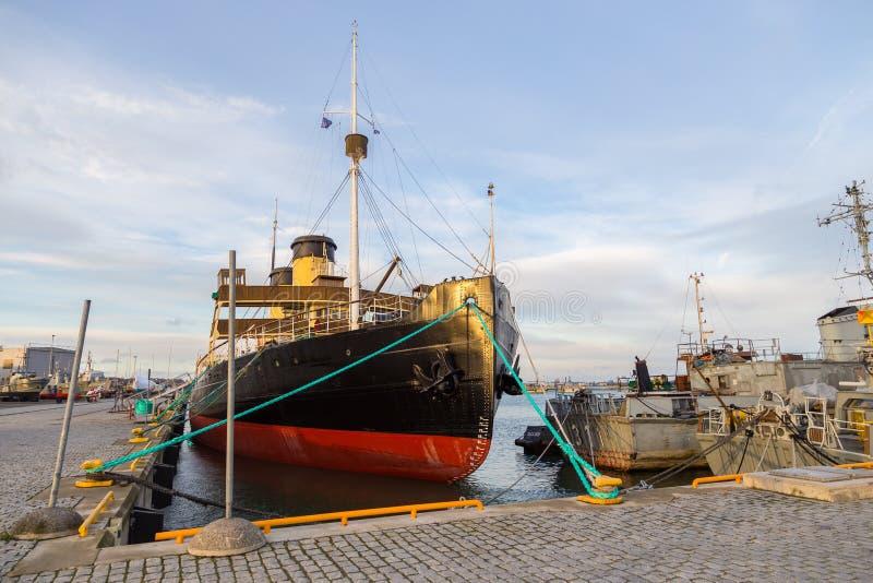 Пошлина Suur ледокола в гавани гидросамолета стоковые фотографии rf