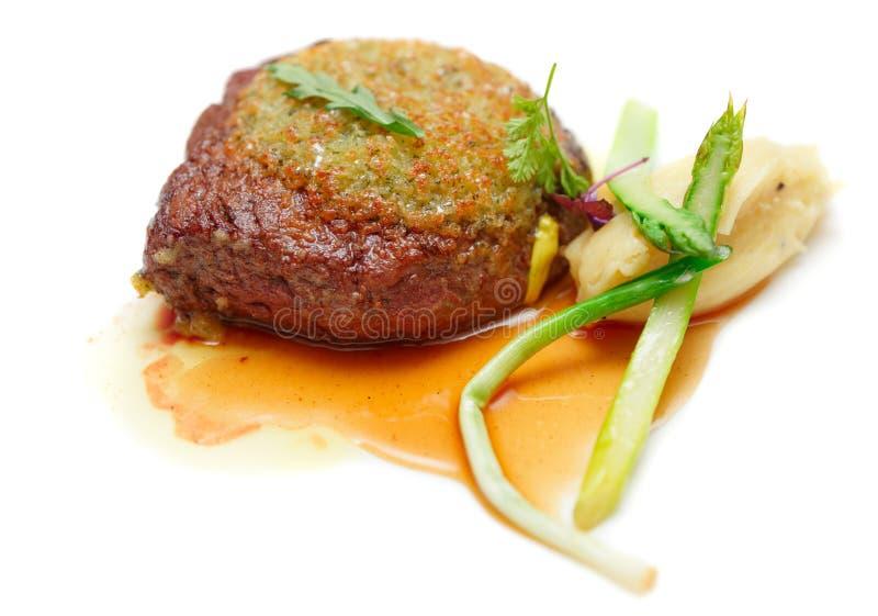 Пошутите над стейком глаза при изолированное пюре картошки, стоковое изображение