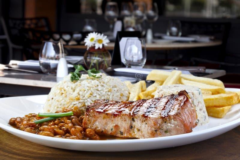 Поясница свинины жаркого на ресторане стоковые фото
