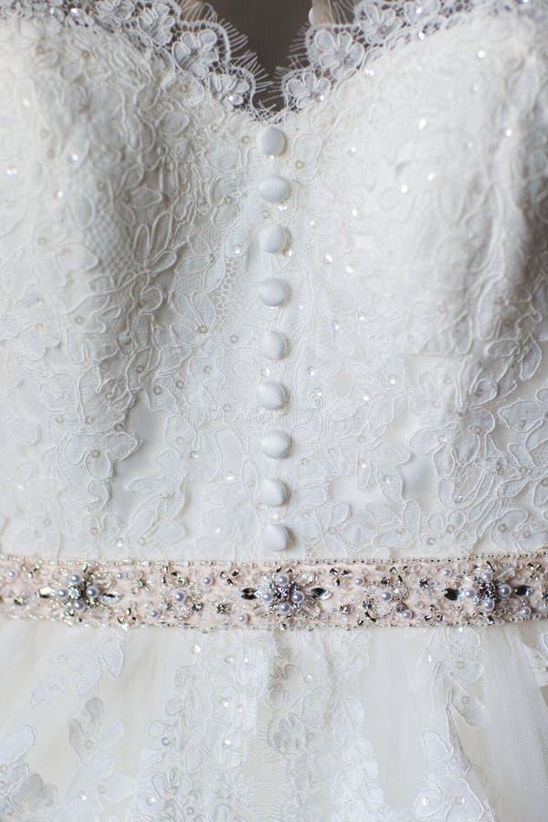 Пояс платья свадьбы с жемчугом и камнями стоковое изображение