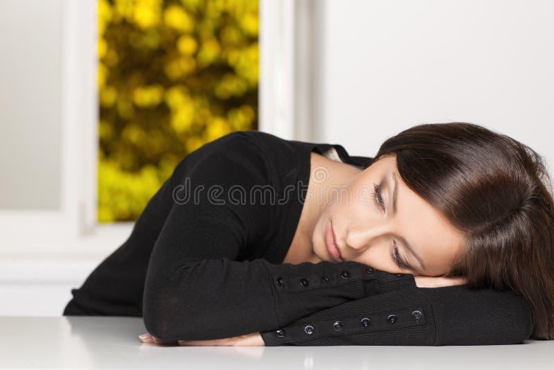 Подавленная женщина. стоковая фотография