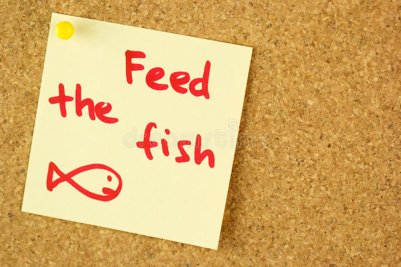 Подайте рыбы напомните стикер на пробочке стоковые фотографии rf