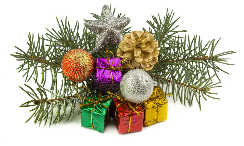 Подарки на рождество и игрушки рождества изолированные на белой предпосылке стоковая фотография rf