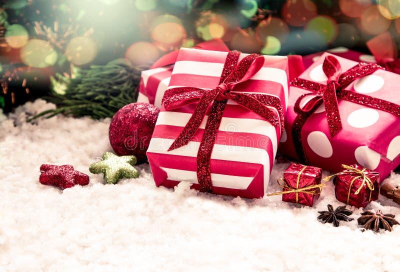 Подарки на рождество с украшением стоковые фото