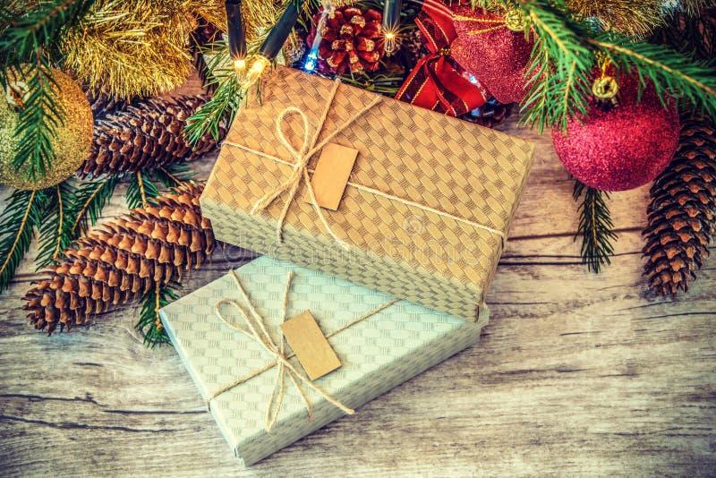 Подарки рождества в ретро стиле стоковое изображение rf