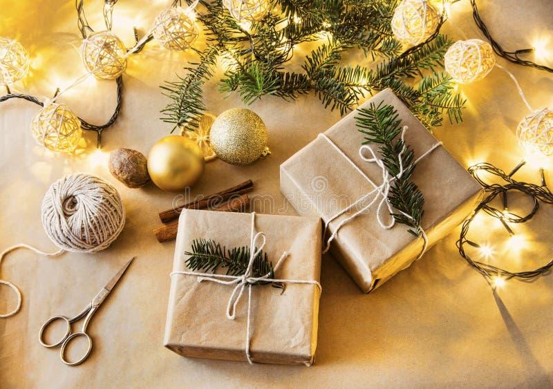 Подарки рождества украшая стоковые фото
