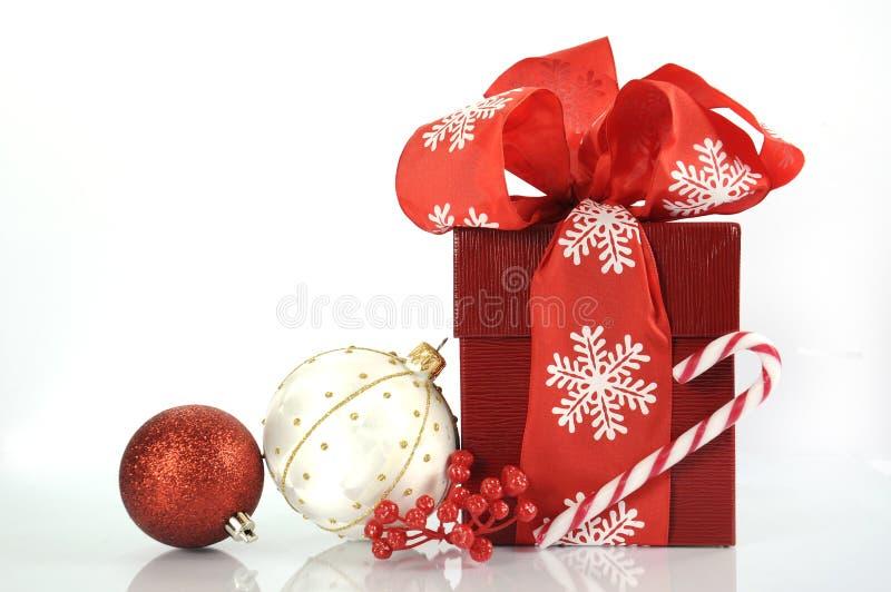 Подарок красного цвета счастливого рождеств стоковое изображение rf