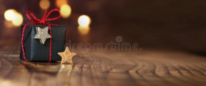 Подарок рождества на пустой таблице стоковое фото
