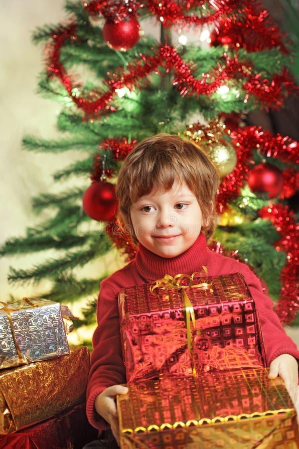 Download Подарок рождества стоковое изображение. изображение насчитывающей утеха - 33728333