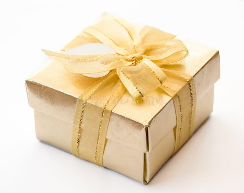 Подарочная коробка золота стоковые фото
