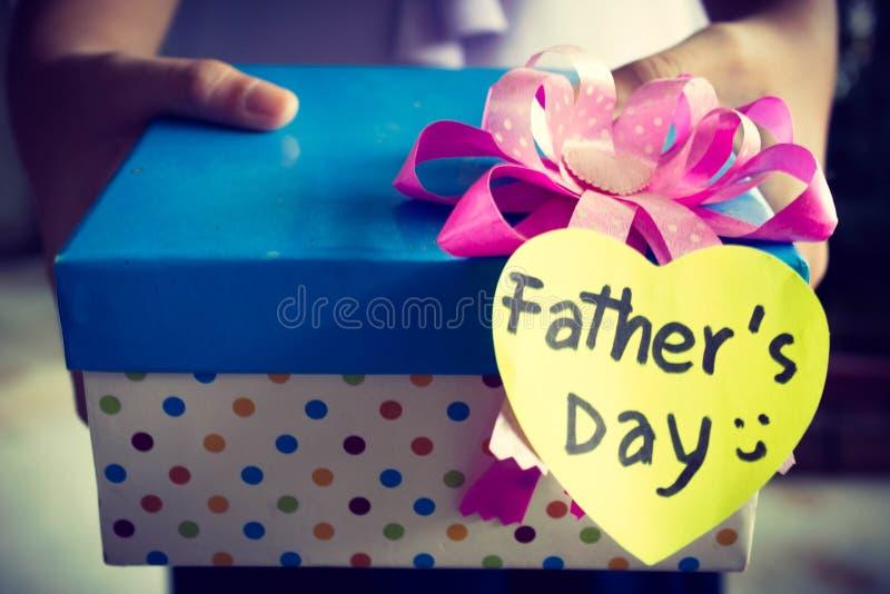 Подарочная коробка на День отца стоковое фото