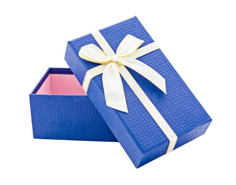 Подарочная коробка сини открытая с белизной и лентой золота стоковое фото