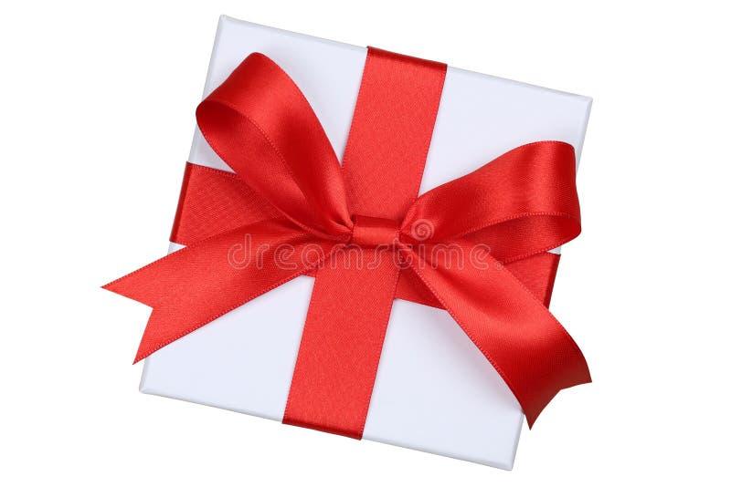 Подарочная коробка с смычком сверху для подарков на рождестве, дне рождения или стоковые фотографии rf