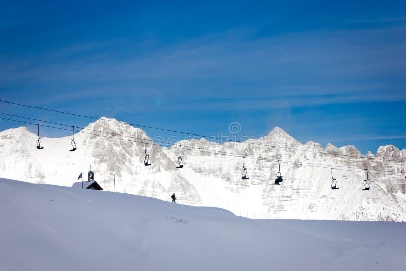 Подвесной подъемник на alps стоковые фото