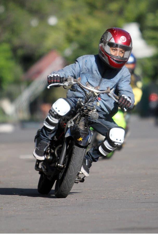 Подвижность практики гонок мотора Hobbyist в стадионе Manahan сольной центральной Ява пятнице (19/6) этой работе пройти стоковая фотография rf