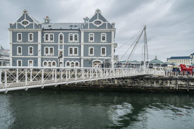 Подвижный мост на гавани портового района стоковые фото