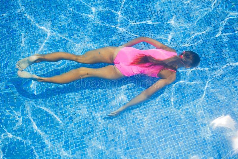 Подводная девушка стоковое изображение rf