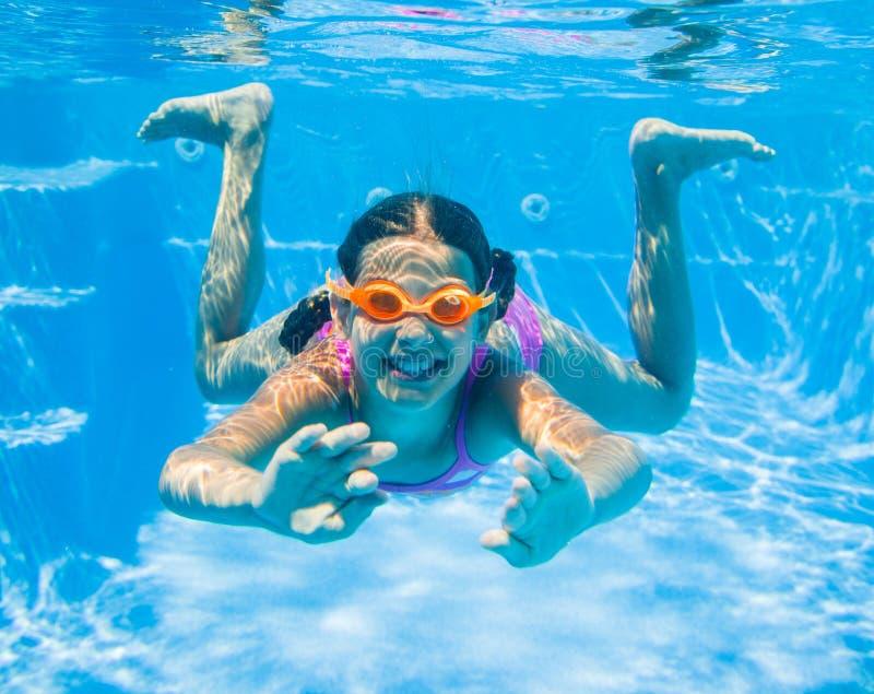 Подводная девушка стоковое изображение
