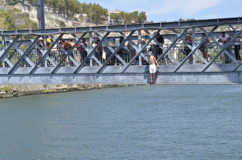 Подготавливайте для того чтобы поскакать к реке стоковые изображения rf