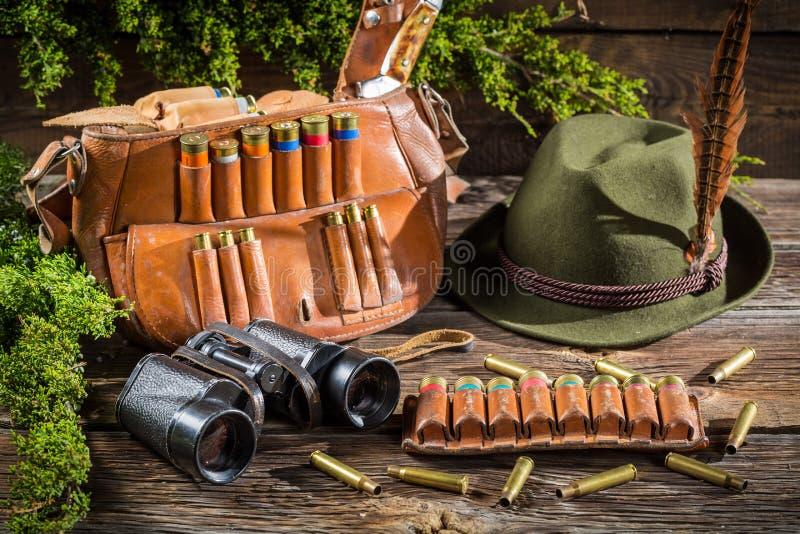 Download Подготавливать для охоты в коттедже Forester Стоковое Изображение - изображение насчитывающей baggies, кожа: 40586979