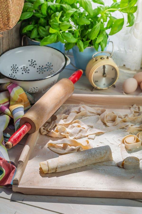 Подготовки для макаронных изделий сделанных из свежих ингридиентов стоковая фотография