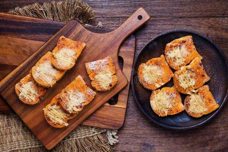 Подготовленные печь серии пряного высушенного shredded хлеба свинины стоковое изображение