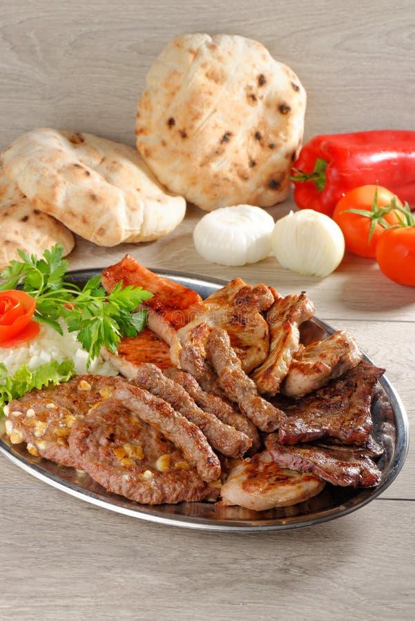 Полезный диск смешанных мяс, балканская еда стоковые фотографии rf