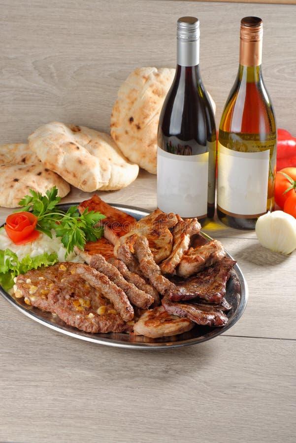 Полезный диск смешанных мяс, балканская еда стоковое изображение rf