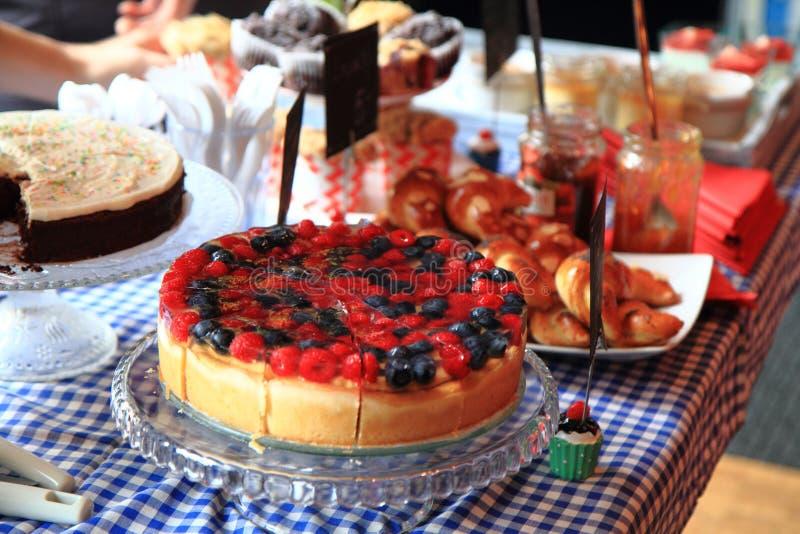 Поленики и торт голубик стоковое изображение