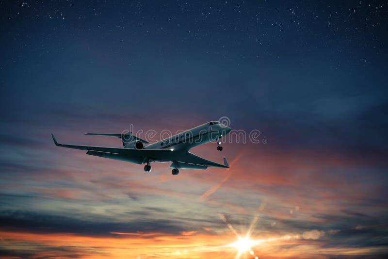 Полет воздушных судн захода солнца стоковая фотография rf