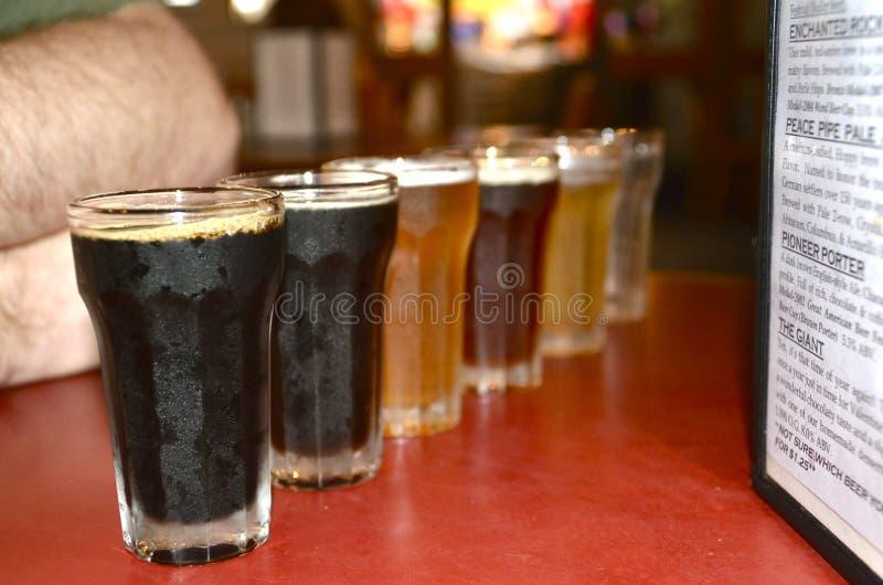 Полет пива на микропивоваренный завод стоковые фото