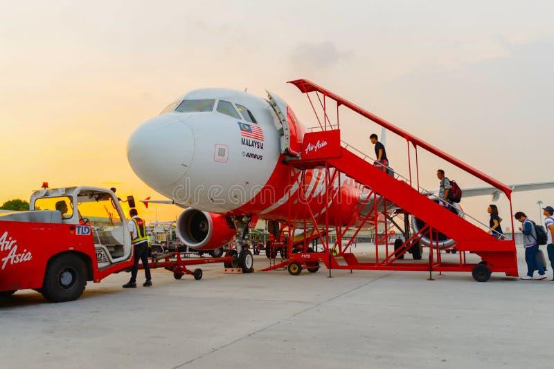 Полет Air Asia в авиапорт стоковое изображение rf