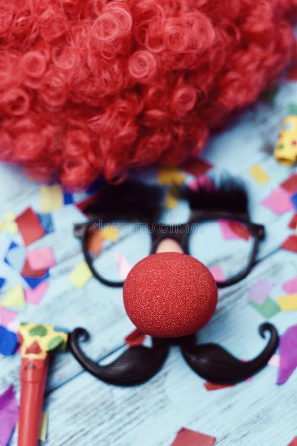 Поддельные стекла, нос клоуна и усик стоковая фотография
