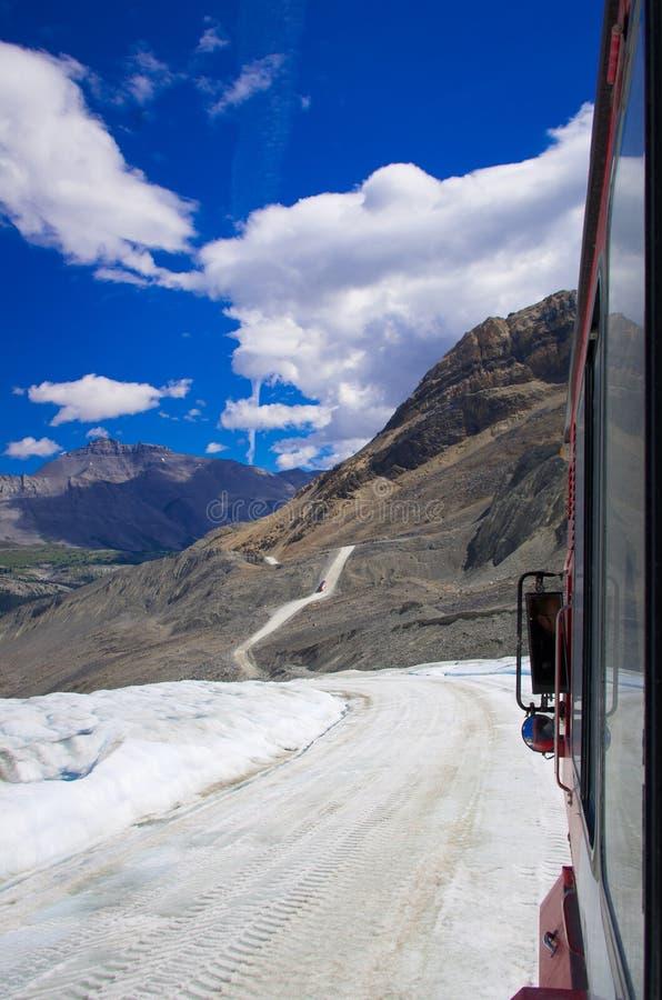 Download Поле льда Колумбии на канадских скалистых горах, и взгляд ледника Стоковое Фото - изображение насчитывающей великобританское, яшма: 81805672