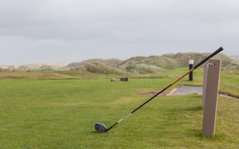 Поле для гольфа в ландшафте осени стоковое фото