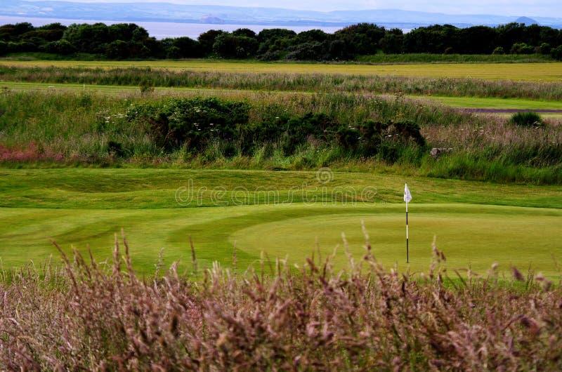 Поле для гольфа стиля связей Шотландии стоковые изображения