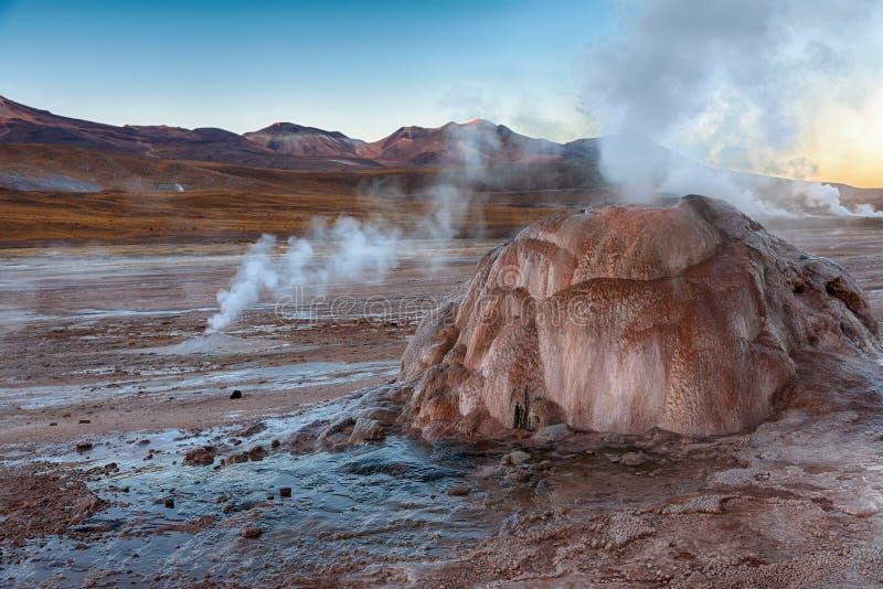 Поле El Tatio гейзера в зоне Atacama, Чили
