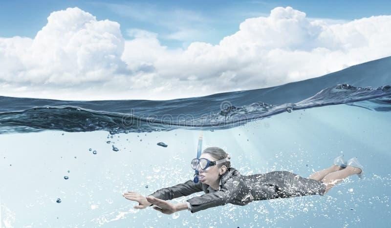 под женщиной воды Мультимедиа стоковое изображение rf