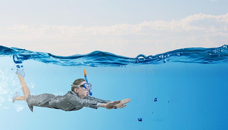 под женщиной воды стоковые изображения rf