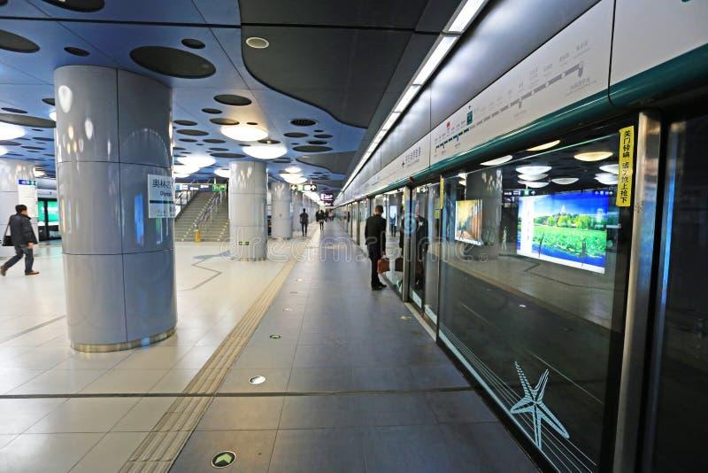 Download подземка пассажиров автомобиля Пекин Редакционное Изображение - изображение насчитывающей прибытия, введите: 40590445