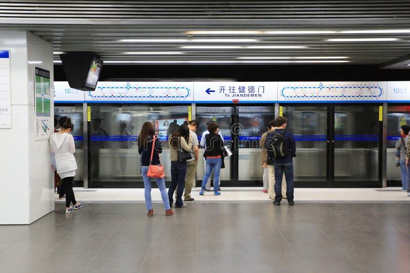 Download подземка пассажиров автомобиля Пекин Редакционное Стоковое Фото - изображение насчитывающей город, проверка: 40590463