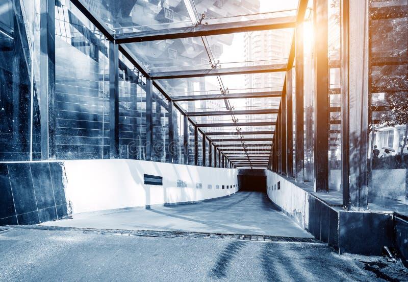 Подземный вход автостоянки стоковое фото