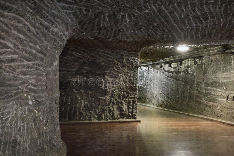 Подземный тоннель в солевом руднике стоковые изображения rf