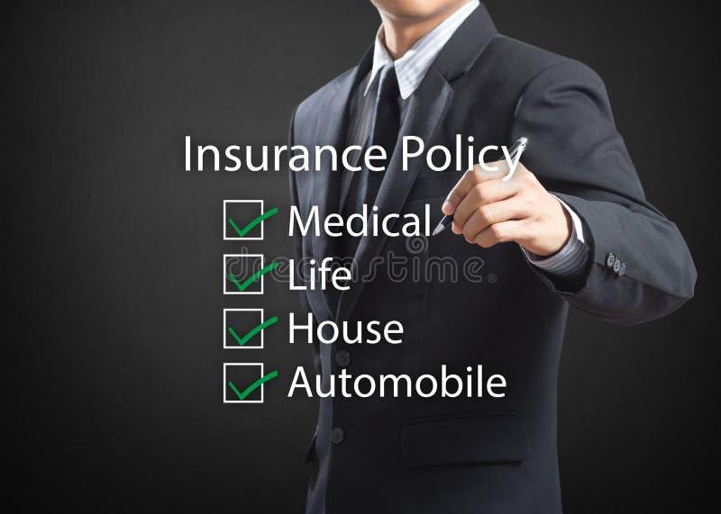 Полис страхования сочинительства бизнесмена стоковые фотографии rf