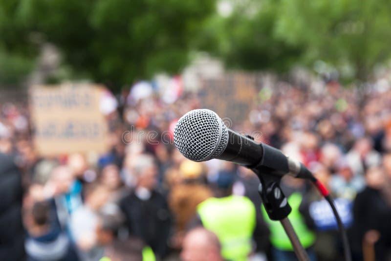 Политическая демонстрация публики протеста Микрофон стоковые фотографии rf