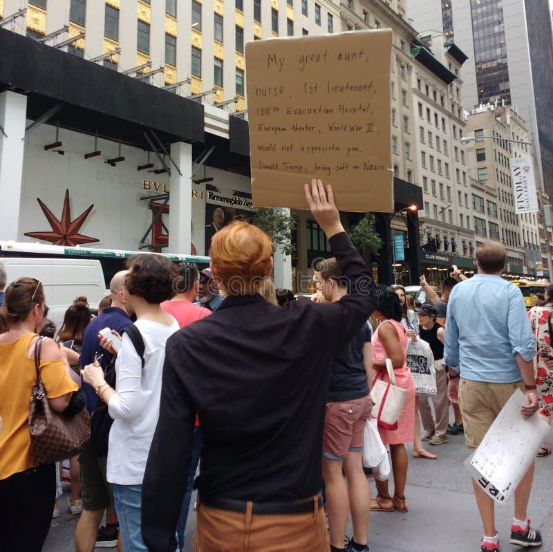 Политический митинг против Дональд Трамп и превосходства белой расы, NYC, NY, США стоковая фотография rf