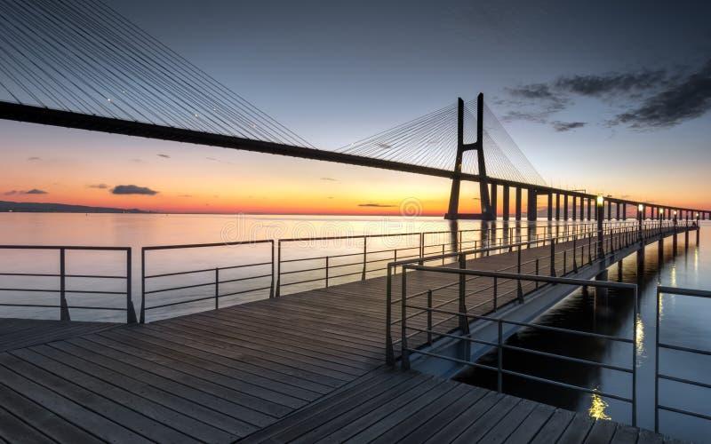Подиум к мосту стоковое изображение