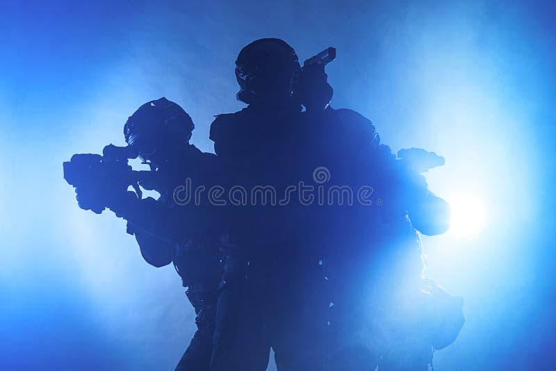 Полицейские СВАТ стоковые изображения rf