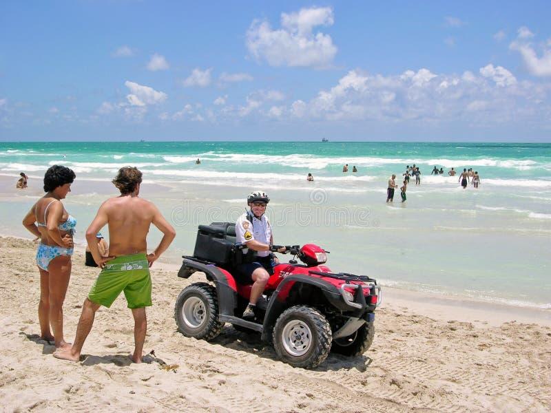 Полицейский в квад-велосипеде, пляжи Майами патрулирует стоковые изображения rf